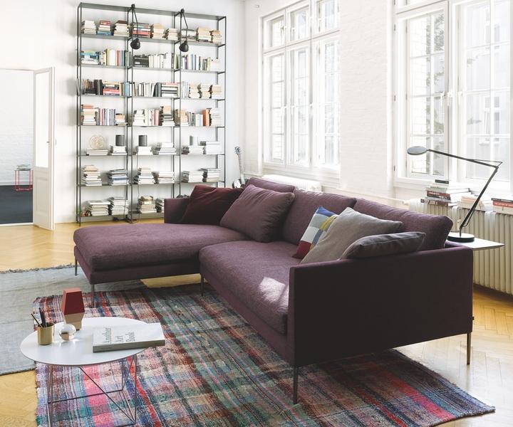 das pilotis sofa m chte bewohnt werden. Black Bedroom Furniture Sets. Home Design Ideas